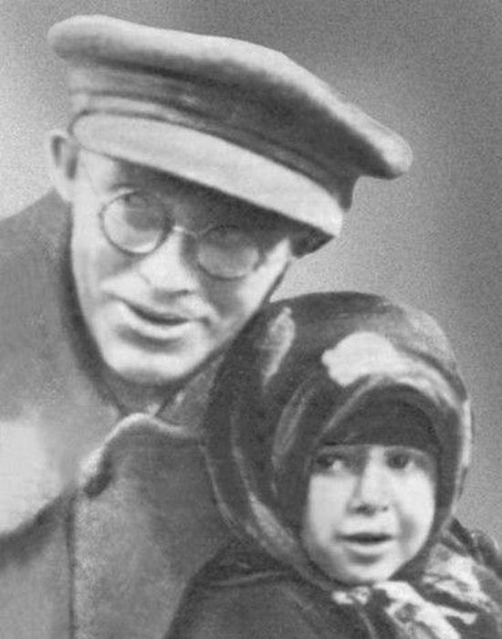 Карл Радек с дочерью Соней./ Фото: hrono.info
